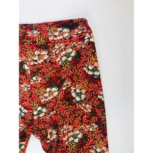 Lularoe Tall & Curvy One Size Floral Red Leggings